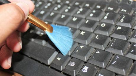 Jak čistit klávesnici počítače