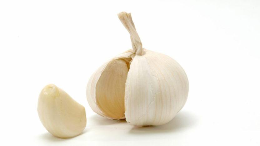 Jak oloupat česnek