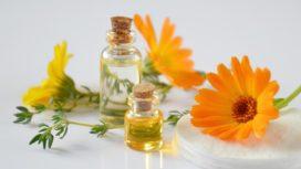 Jak vyrobit relaxační masážní olej z měsíčku