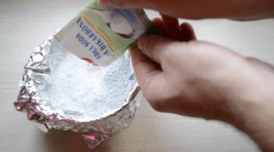 Jak vyčistit stříbro pomocí alobalu a jedlé sody