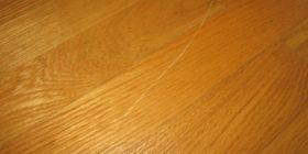 jak-odstranit-lehke-skrabance-z-drevene-podlahy
