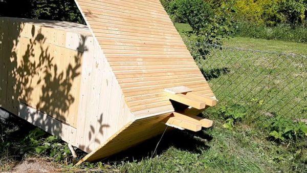 Jak postavit udírnu - opláštění boudy 2