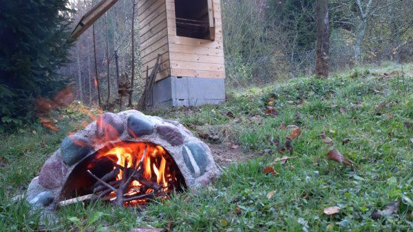 Jak postavit udírnu - zkušební provoz - ohniště udírny