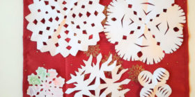 Vločky z papíru - jak jsme vyráběli vánoční dekorace